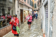 D-HOLIDAY MAKERS BRAVE VENETIAN FLOODS by Glynn Rhodes